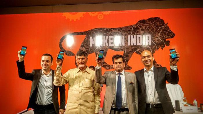 ↑인도에서 생산한 홍미2 프라임을 들고 있는 휴고바라 샤오미 부사장(사진 왼쪽)과 인도 주정부 관계자들(사진 출처 : 휴고바라 페이스북)