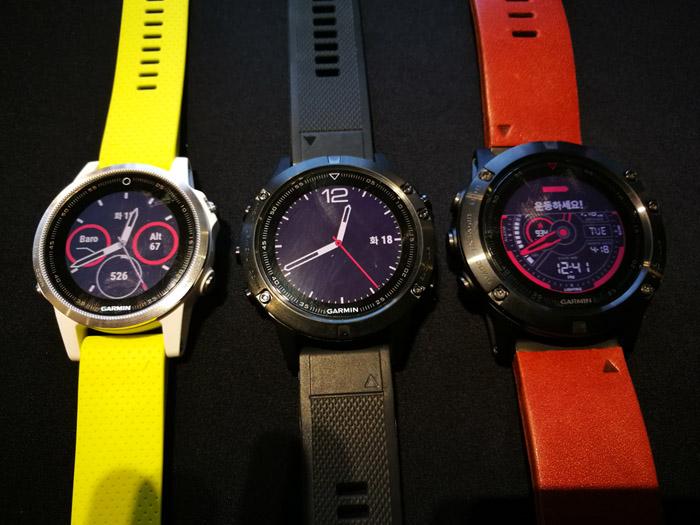 왼쪽부터 피닉스 5s, 피닉스 5, 피닉스 5X. 시계의 직경이 모두 다르다.