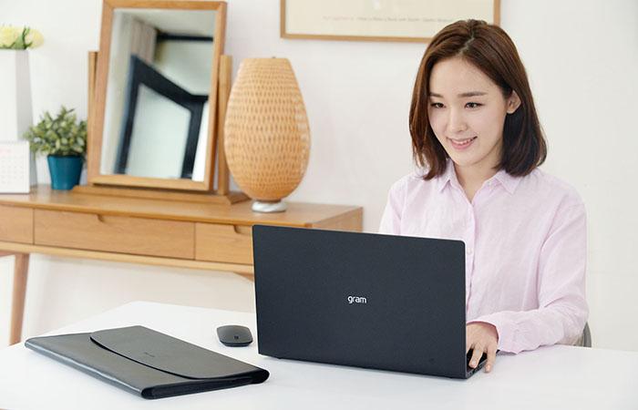 100만대 판매 기념 한정판 그램 2018 출시하는 LG